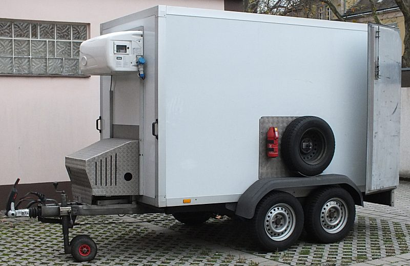 mit Stromanschluss und Stromaggregat für Transporte bei +1 Grad C